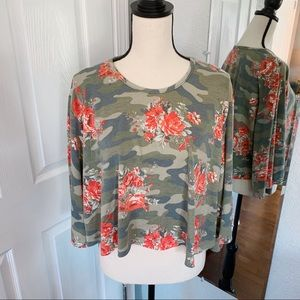 Discreet camo crop top sweater size medium green